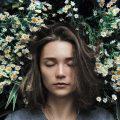 sommeil-femme-fleur