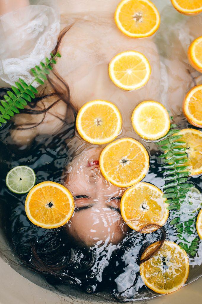 femme-eau-agrume